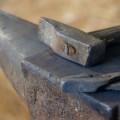 incudine e martello - la fatica del fabbro