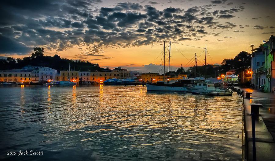 L'alba nel porto